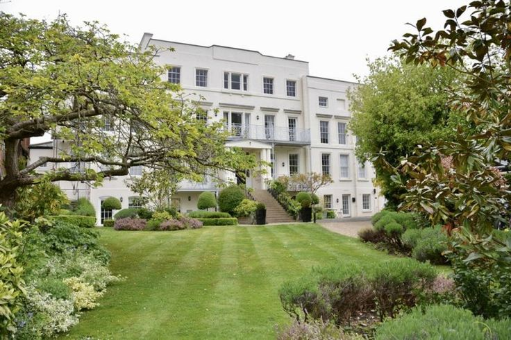 Miles & Bird Estate Agents in East Molesey are proud to present this lovely two bedroom, two bathroom, (lift serviced) first floor apartment, just a stones throw from Historic Hampton Court Palace, Village and...