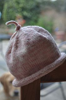 easy peasy newborn sock yarn hat. Perfect for tiny bits of leftover yarns and quick to knit too. A perfect baby gift!