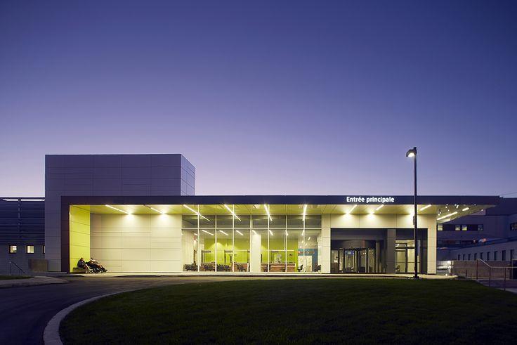 Hôpital de LaSalle - Agrandissement de l'urgence par YMA   CGA   BBBL architectes en consortium LaSalle Hospital - ER Expansion by YMA in consortium with CGA and BBBL  Photo : Yves Lefebvre Healthcare architecture