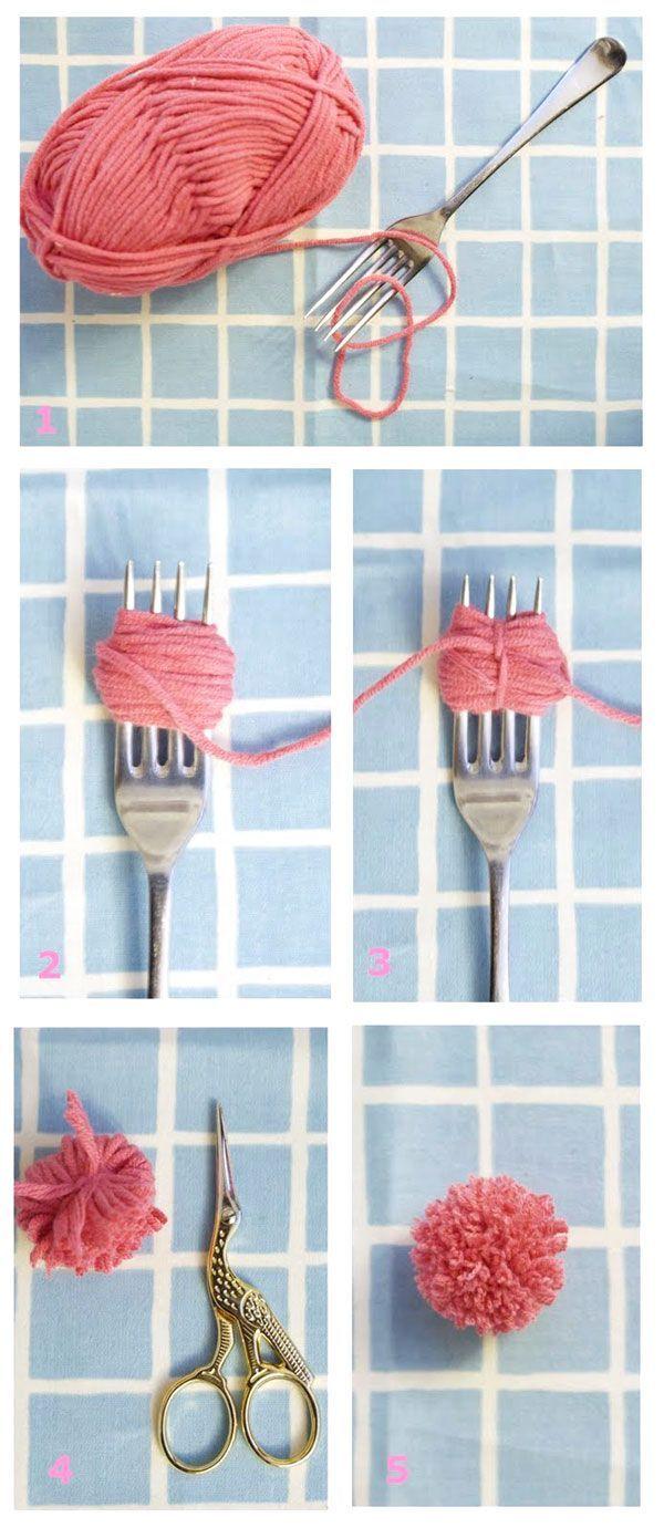 #DIY #pompoms #fork www.kidsdinge.com https://www.facebook.com/pages/kidsdingecom-Origineel-speelgoed-hebbedingen-voor-hippe-kids/160122710686387?sk=wall
