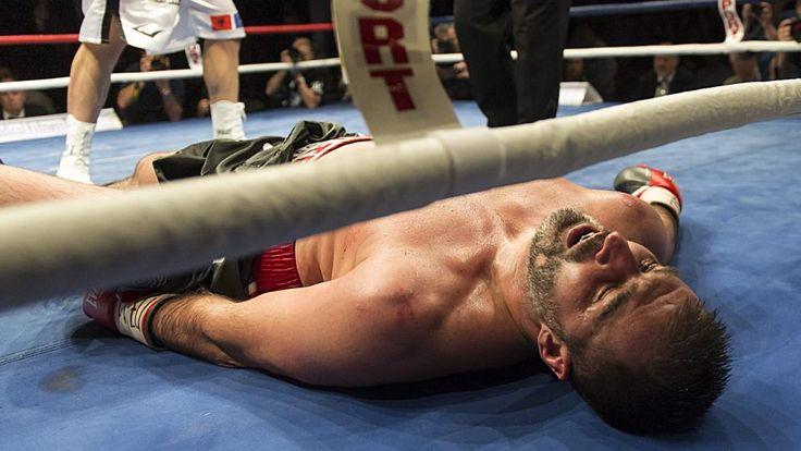 """The lion sleeps tonight... Adnan Redzovic (""""Der bosnische Löwe"""" ) wurde von Arnold """"Die Cobra"""" Gjergjaj aus der Schweiz beim EBU-Schwergewichtskampf in Basel ausgeknockt"""