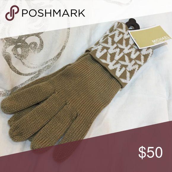 Michael Kors Beige Gloves Michael Kors Beige gloves, never worn, tag still on them. Michael Kors Accessories Gloves & Mittens