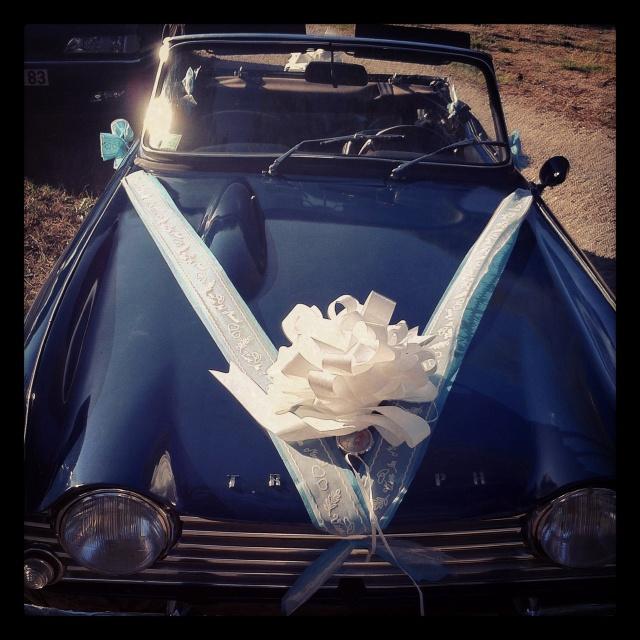 La voiture des mariés de la semaine.  #triumph #mariage #wedding sebastienandevert.fr