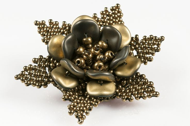 PRECIOSA Ripple™ pressed beads