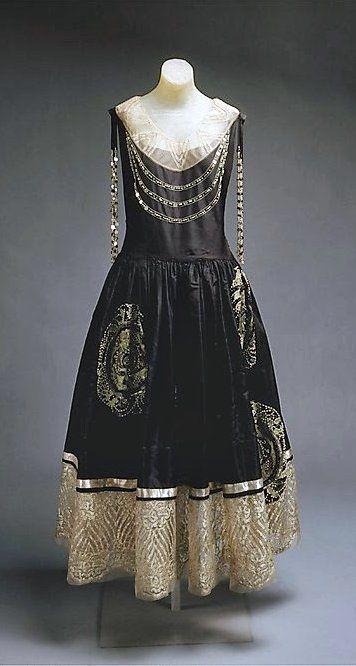 Jeanne Lanvin - 1924 - House of Lanvin - Silk, metallic thread, glass evening dress - Lanvin vintage fashion - The Metropolitan Museum of Art