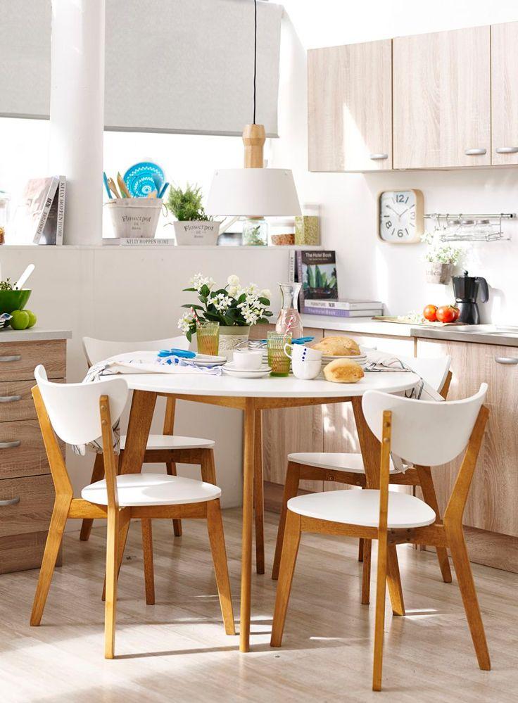 Optimiza #espacio con un #comedor en la #cocina. #Mesa #Madera #Blanco #Retro #Vintage