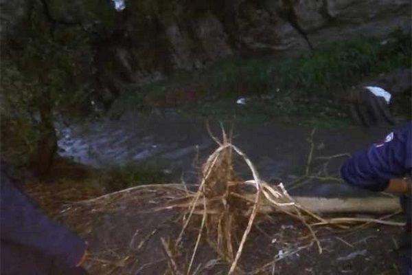 Una corriente de agua arrastró a niña en Amozoc
