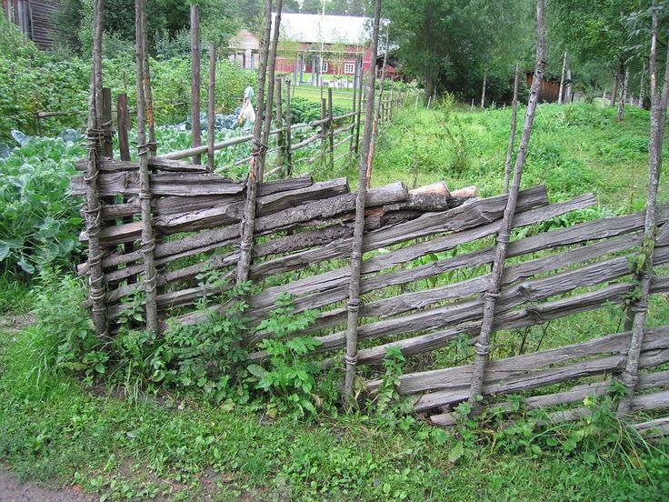 IMG 3208 Norsk Folkemuseum Skigard Typical Norwegian (Scandinavian) fence. Used in areas with amlpe supply of wood - See no nails!