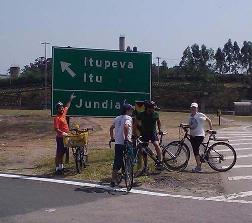 Se voce vai para o Festival SWU , na fazenda Maeda, em Itu, nesse fim de semana, e já quer entrar no clima de sustentabilidade em São Paulo, pegue a sua bicicleta e junte-se ao grupo que será formado nesse sábado, dia 9 de outubro, às 7h00, em frente ao Museu da Lingua Portuguesa, na Luz.