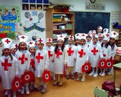 Disfraz de enfermera medico con bolsa de basura, las vendemos en multipapel y las enviamos a toda España http://www.multipapel.com/subfamilia-bolsas-basura-colores-para-disfraces.htm