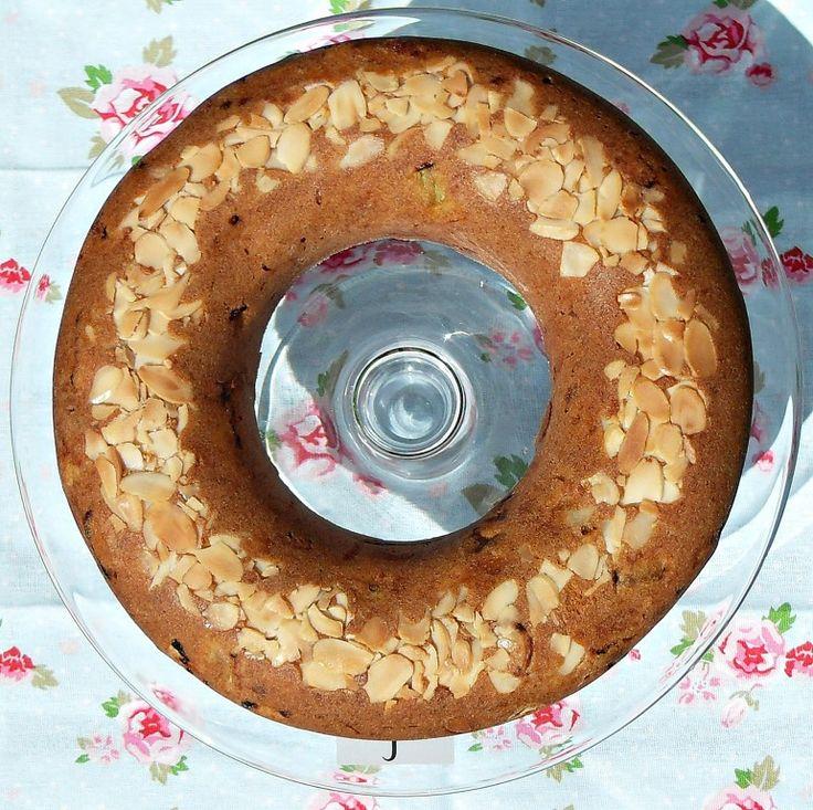 Rhubarb marzipan cake La moitie de la canelle est suffisant