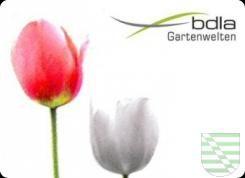"""Unter dem Motto """"Grüne Lebenswege"""" starten die diesjährigen Dresdner Gartenspaziergänge am Mittwoch, 8. Juni, in die 16. Saison. """"Dem Motto 'Grüne Lebenswege' entsprechend, begeben sich die Gartenspaziergänger mit sachkundiger Begleitung in diesem Jahr auf Lebenswege berühmter Gärtner oder von ihnen geprägte Landschaften und wandeln auf alten und neuen Wegen in Park- und Grünanlagen. Ziele sind neben dem St.-Pauli-Friedhof der Waldpark Weißer Hirsch mit dem Waldfriedhof Weißer Hirsch, die…"""