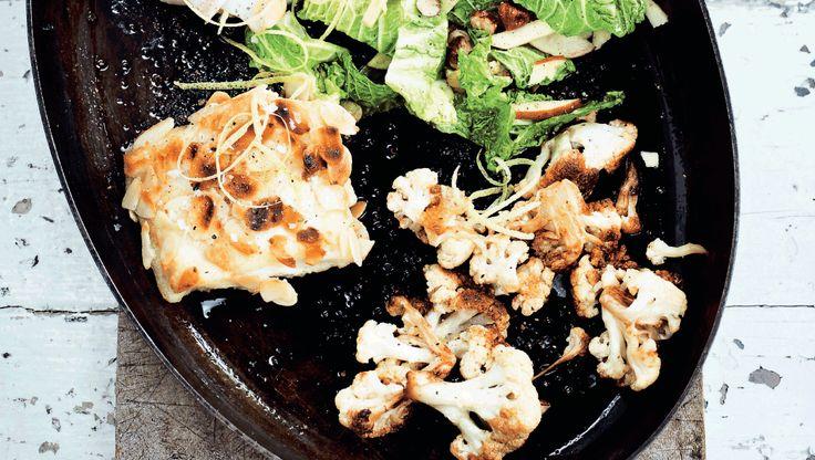 Den mandelpanerede torsk er perfekt som gæstemad. Den tager under en halv time at lave, så du kan nemt lave den mens du hygger om dine gæster