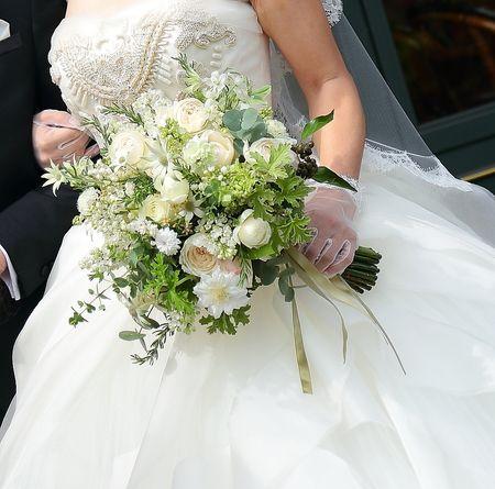 本日、リストランテASO様へのブーケと装花。 花嫁様は長年、一会のレッスンに通ってくださっている生徒さん。 長年って・・・何年目だっけ?と尋ねると...