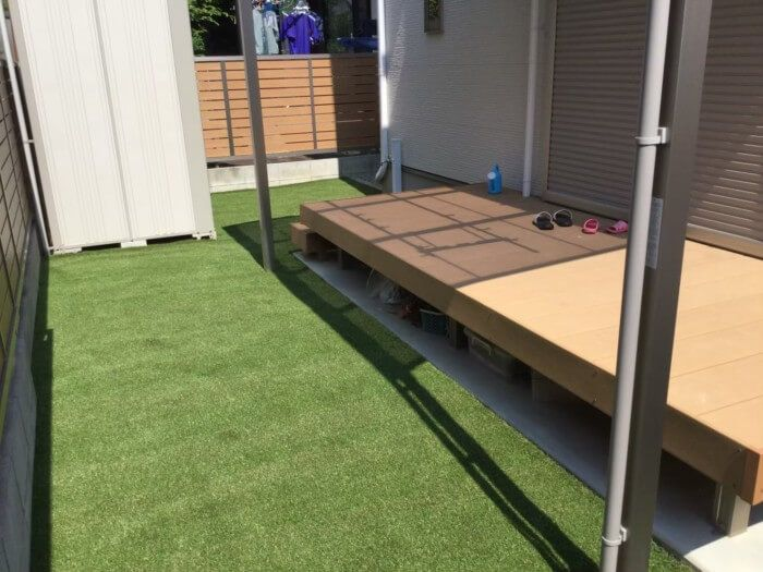 粘土質で水はけが悪い庭を改善する3つの方法 実例 庭 庭の排水 物置の屋根