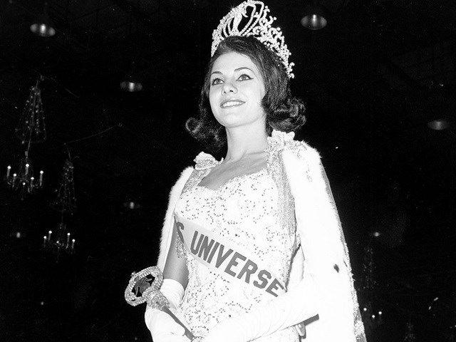 13.A gaúcha Ieda Maria Vargas, primeira brasileira a ser eleita Miss Universo, em 1963