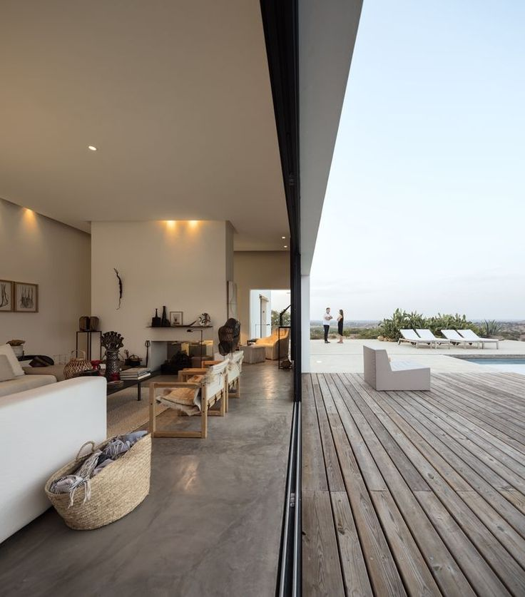 Indoor-outdoor living room in a dramatic Portugal house