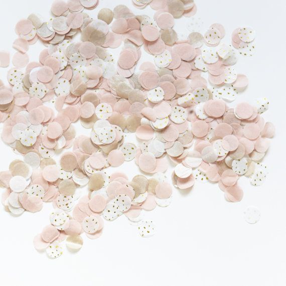 15 grammi di coriandoli Tessuto: tessuto carta Colore: rosa cipria, avorio, champagne, montagne nebbia e riflessi dorati Dimensione di un coriandoli: 25 mm  Coriandoli possono essere in qualsiasi altri colori dalla nostra tabella di colore (elencati con le foto) semplicemente effettuare lordine e basta aggiungere una nota alla cassa con le preferenze di colore.    CONSEGNA IMPORTANTE Facciamo ogni sforzo per spedire il tuo pacco fuori appena possibile. Normalmente la consegna entro UK e UE…