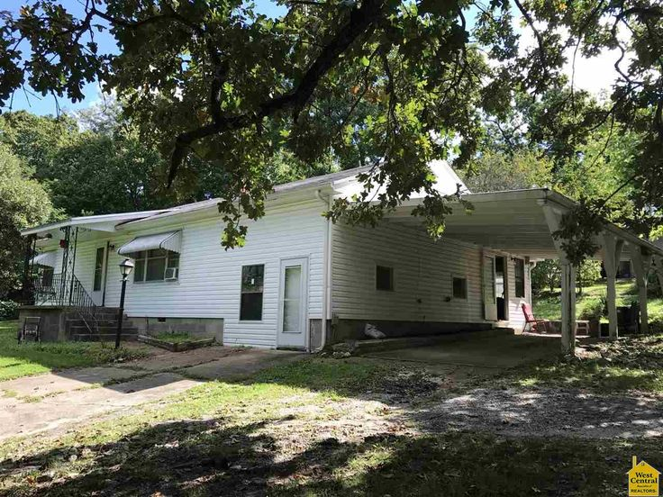 Adorable 2 Bedroom Ranch Home on two lots in Warsaw. Nice
