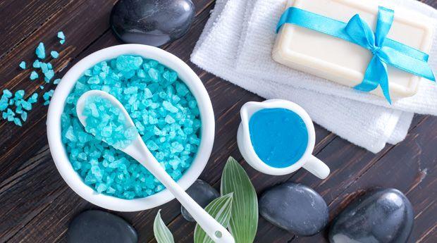 Морская соль: 8 полезных применений - В человеческом организме концентрация минералов и полезных веществ идентична концентрации в морской воде, поэтому неудивительно, что морская соль — наш верный союзник в регулировании, защите и восстановлении тела и кожи.  О�
