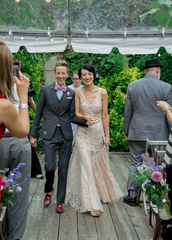 Wedding Suits The details of this DIY Brooklyn lesbian wedding are everything. - The details of this DIY Brooklyn lesbian wedding are everything. Lesbian Wedding Photos, Lgbt Wedding, Wedding Suits, Wedding Attire, Wedding Gowns, Wedding Portraits, Lesbian Outfits, Cute Lesbian Couples, Muslim Couples