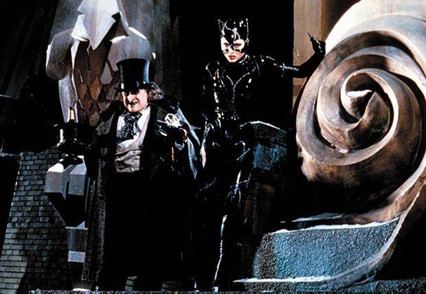 Batman regresa (Dir. Tim Burton) Puede resultar demasiado obscura, más que su antecesora y un tanto exagerada en la evolución de los personajes.