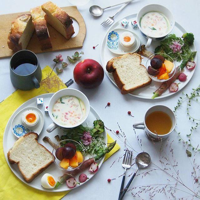 * * Today's breakfast. . . . Milk soup. . . . 朝もゆっくり明るくなり、日が沈むのも早くなってきました。 あっという間に冬が来る。 . . やまびこベーカリーの「しあわせのバナナぱん」で朝ごはん。 少ーしチンしてふわふわ。 ベーコン、パプリカ、チンゲンサイのミルクスープと。 . . 今日はお休み。 冬に向けて 衣替えと模様替えをしよ。 * . . 楽しい1日を。 * *