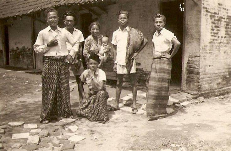 Ngagel, personeel van de boerderij. 1952