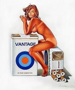 """La utilització de l'estètica Pin Up a la publicitat es molt interessant com se utilitza la feminitat i la sexualitat per a cridar l'atenció. Les Pin Ups han sigut utilitzades tradicionalment en la creació de calendaris (com els creats durant la Segona Guerra Mundial per a animar als soldats). Aquest es un anunci publicitari dels anys 60 d'una marca de tabac """"VANTAGE""""."""