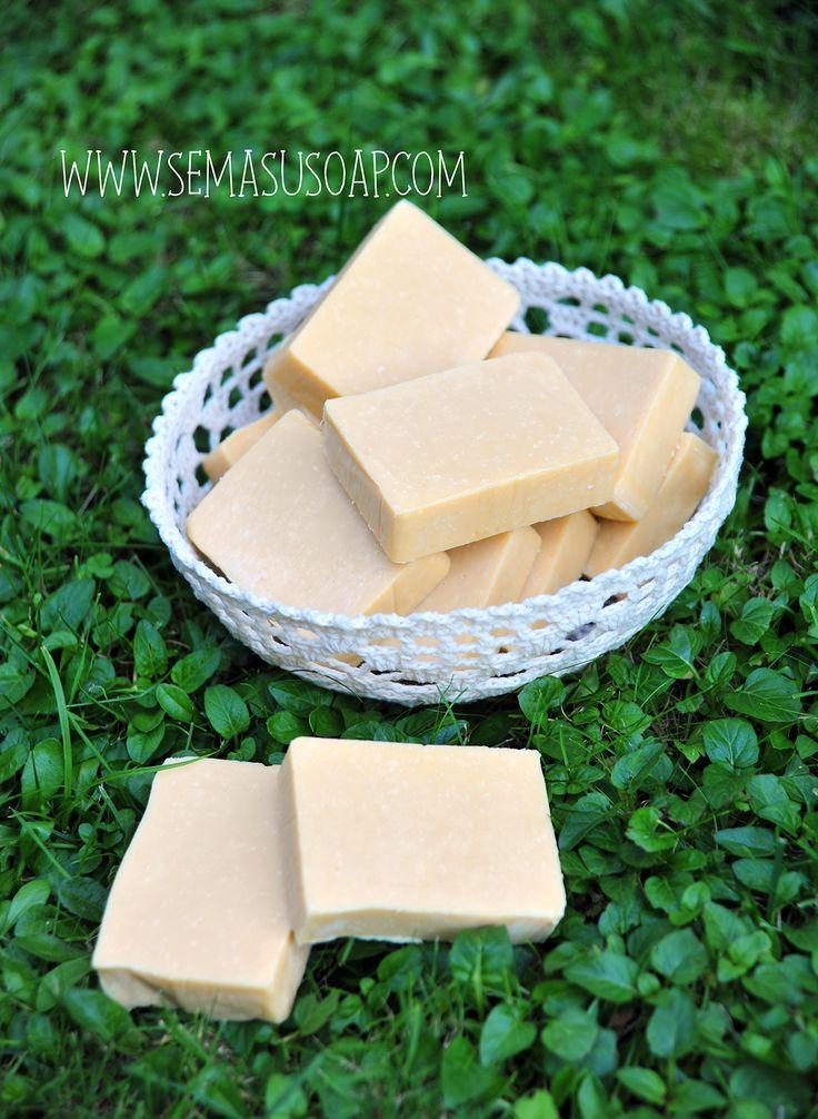 Handmade vegan soap by Semasu. Orange oil and olive soap  Photo: www.gizemsisman.com