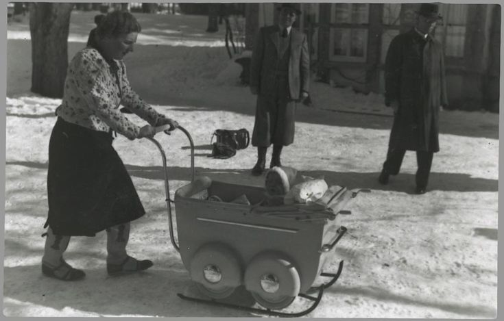 februari 1939 de kinderwagen met prinses Beatrix als slee.