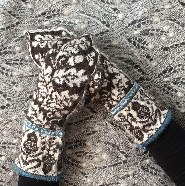 Ravelry: Acorn mittens pattern by Jenny Lorefors