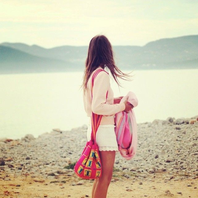 Sweet perfection - How she wore it: bright pink #wayuu bag , white lace skirt, soft pink top