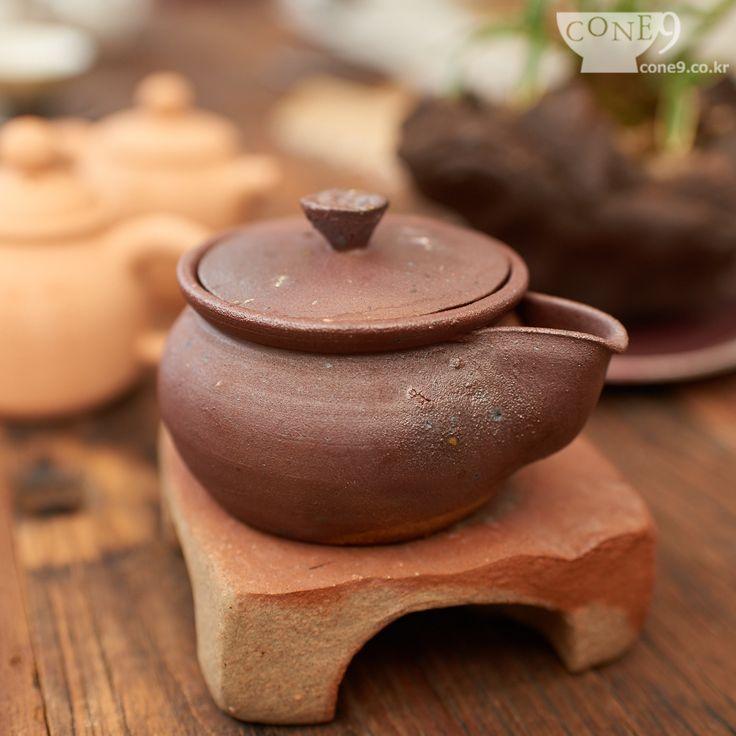 "'Onggi teapot' by Seong-il Hong, Korea / Apr. 2015 / Onggi mass of earth / nonglazed / reductive firing  *** Onggi ; Korean traditional technique of pottery. /  "" It'll be in CONE9.co.kr soon "" /  #cone9, #콘나인, #홍성일, #SeongilHong, #teapot, #다관. #노산도방, #Nosanclaystudio, #Bosung, #도자기, #핸드메이드도자기, #pottery"