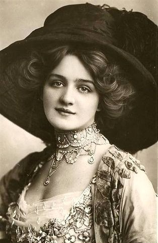 """Beautiful English actress, Lily Elsie.  Starred in """"The Merry Widow."""""""