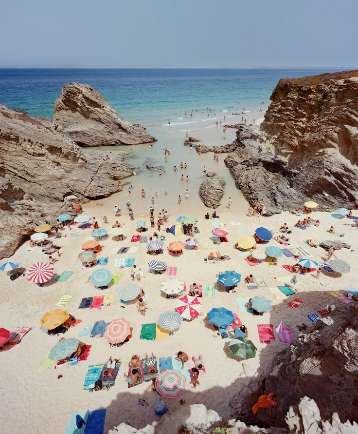 #IWantToGoToThere -- Praia Piquinia as seen by Massimo Vitali | Hamburg Kennedy Photographs
