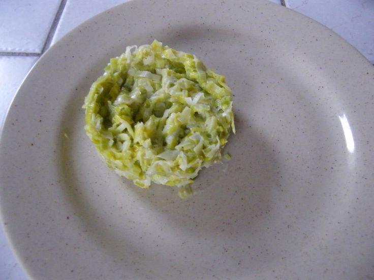 celle-ci très crèmeuse pour faire en lasagnes miam, miam! Laver et couper les poireaux (moi j'ai fait des demi rondelles avec le blanc, j'ai gardé le côté un peu plus vert pour un potage) J'aime bien lorsque c'est haché assez finement. Mettre le mélangeur...