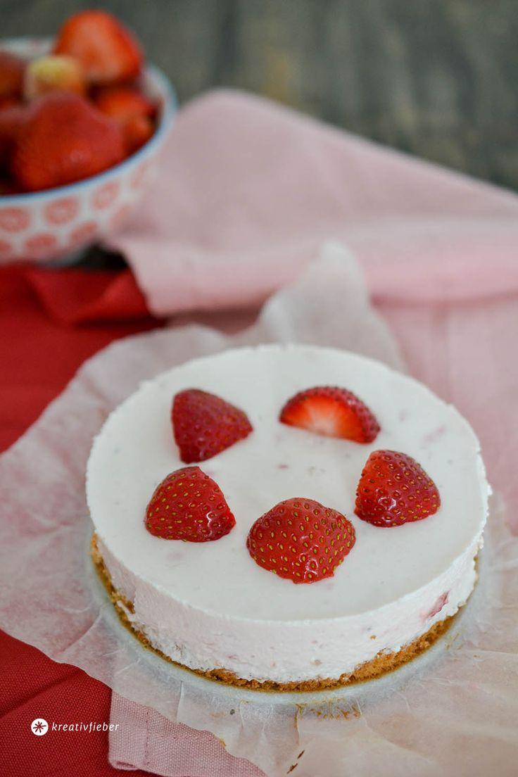 Der Sommerklassiker schlechthin: Erdbeer Mascarpone Torte mit leichtem Biskuitboden.