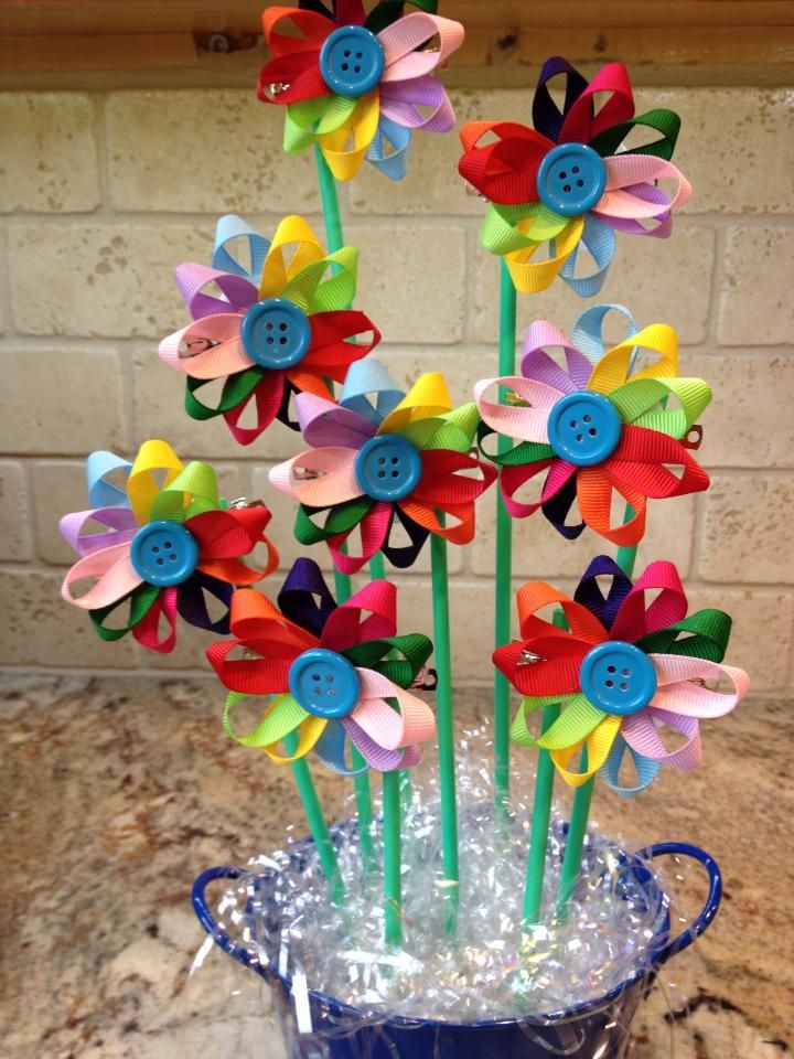 SO cute- our Girl Scout leaders made this for the girls last night- Violet slept in her bow :) :) daisy investiture centerpiece and hair bows