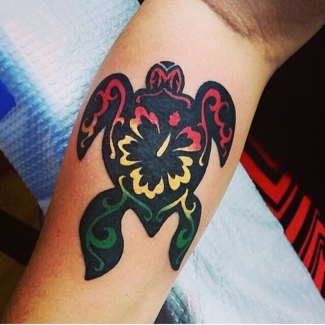 Turtle w/ rasta hibiscus! Wow. That's beautiful idk if I could do it ...