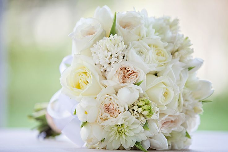 We're swooning over this classic white bouquet #flowers #wedding #Disney