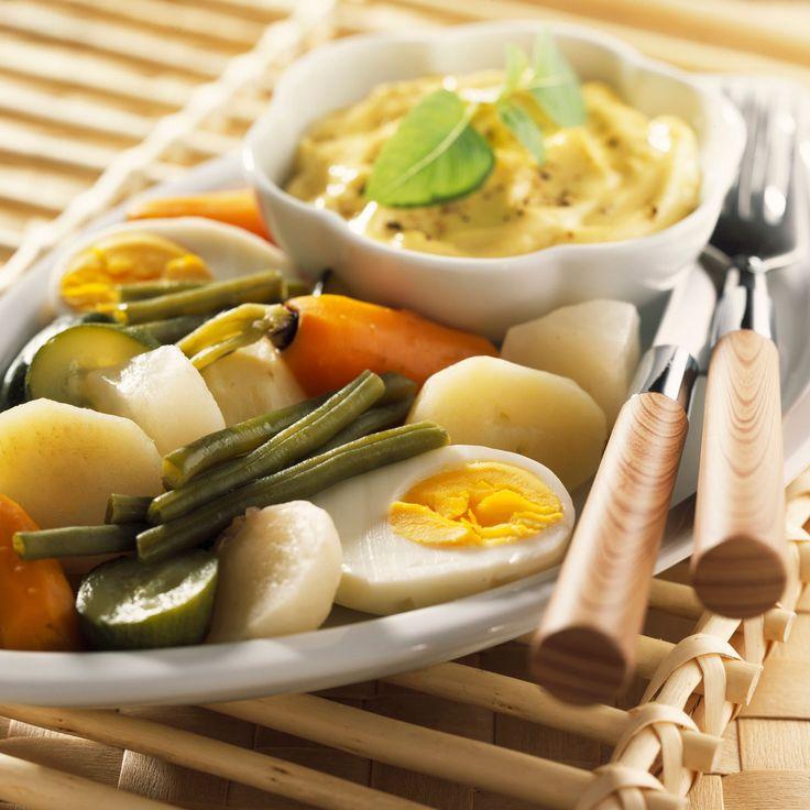 Découvrez la recette Aïoli allégé aux légumes vapeur sur cuisineactuelle.fr.