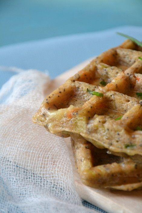 Gaufres salées à la châtaigne, légumes d'hiver, pavot et emmental { Sans gluten } http://www.lesrecettesdejuliette.fr