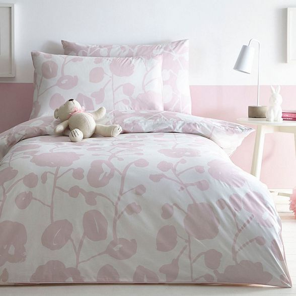 This sheet set from our exclusive J by Jasper Conran range will brighten up a bedroom with its refreshing charm. The pure cotton composition ensures super-soft comfort, while the floral print is finished in a pastel pink hue for a hint of colour.