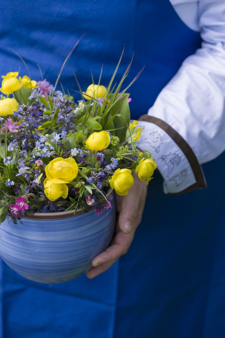 """Beautiful flowers at the Roter Hahn farm bar """"Zmailerhof"""" in Schenna - South Tyrol (Italy)"""