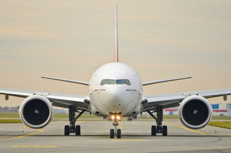 Eye to eye with B777 by mysterious-one