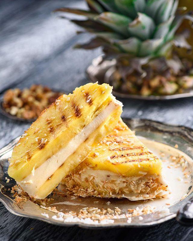 Pineapple ice cream sandwich 🍦🍍 Have a good weekend 😉 Сэндвич из ананаса-гриль и мороженного в кокосе😋 Отличного дня всем😉😎💦☀️ на #марафонгриля от @russianfoodieproject и @forestertm тема 'Десерты'