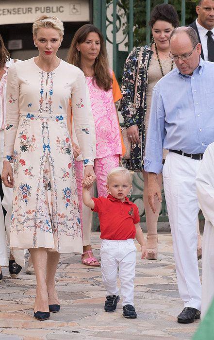 Вкоролевских семьях повсей Европе подрастают принцы ипринцессы. Всего черезкаких-то 20−30 лет они наденут короны! Жак Оноре Ренье, принц Монако (почти 2 года) Жак Оноре Ренье Гримальди— наследный принц Монако— появился насвет 10декабря 2014 года черездве минуты после рождения своей сестры Габриелы. Вчесть рождения наследников сорок два пушечных выстрела (по21 накаждого ребенка) были выпущены изорудий форта …