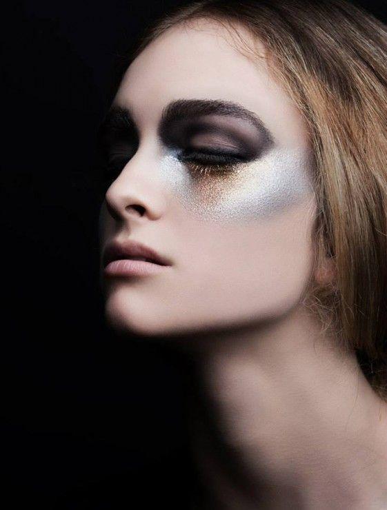 Editorial de maquillaje negro y dorado.