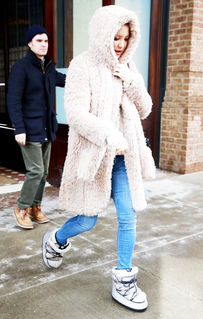 Kate Hudson Makes a Strong (and Stylish) Case for Moon Boots via @WhoWhatWear